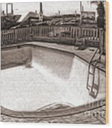Kiva Motel -  Empty Pool Wood Print