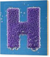 letter H underwater with bubbles  Wood Print