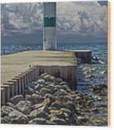 Lighthead At The End Of The Pier In Pentwater Michigan Wood Print