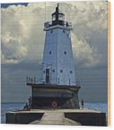 Lighthouse At The End Of The Pier In Ludington Michigan Wood Print