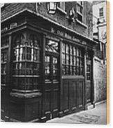 London: Tavern Wood Print