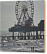 Lovers And A Surfer At Pleasure Pier Wood Print