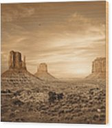 Monument Valley Golden Sunset Wood Print by Susan Schmitz
