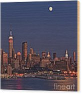 Moon Rise Over Manhattan Wood Print