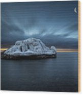 Moonset Before Sunrise The Lutsen Rock Wood Print