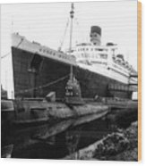 Morning Fog Russian Sub And Queen Mary 02 Bw Wood Print