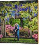 New York Lovers In Springtime Wood Print
