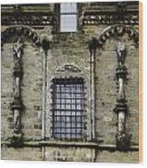 Oil Painting - Renaissance Styled Statues On Royal Palace In Stirling Castle Wood Print
