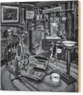 Old Fashioned Dentist Office Bw Wood Print
