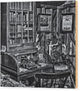 Old Fashioned Doctor's Office Bw Wood Print