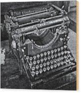 Old Fashioned Underwood Typewriter Bw Wood Print