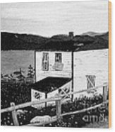 Old House In Black And White Wood Print