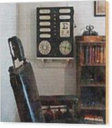 Optometrist - Eye Doctor's Office With Eye Chart Wood Print