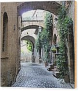 Orvieto Street With Arches Wood Print