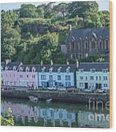 Pastel Rowhome In The Bay Highlands Scotland Wood Print