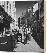 pedestrians and drinkers enjoying a sunday afternoon drink in the bunch of grapes pub high street Ga Wood Print