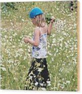 Picking Daisies Wood Print