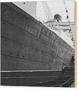 Portside Bw Queen Mary Ocean Liner Long Beach Ca Wood Print