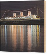Queen Mary Decked Out For The Holidays Wood Print