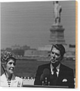 Reagan Speaking Before The Statue Of Liberty Wood Print