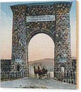 Roosevelt Arch Yellowstone Np Wood Print