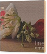 Roses And Baby's Breath Wood Print