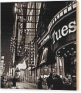 Ruby Tuesday's Times Square - New York At Night Wood Print