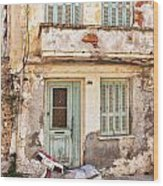 Run-down Building In Rethymnon Wood Print