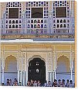 Schoolchildren At The Women's Palace - Jaipur India Wood Print