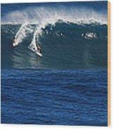 Sharing A Wave In Waimea Bay Wood Print