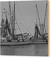 Shem Creek Shrimpers - Black And White Wood Print by Suzanne Gaff
