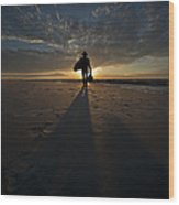 Silhouette Of A Man Wearing Hat And The Bag In Hand Walking On The Seashore Wood Print