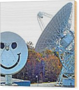 Smiley And 26 West Antennas Wood Print