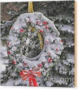Snow Covered Wreath Wood Print