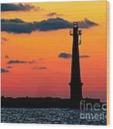 South Pier Light At Night Wood Print