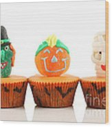 Spooks Cup Cakes On White Background Wood Print