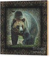 Sq Grizz 6k X 6k Grn Gold Wd2 Wood Print