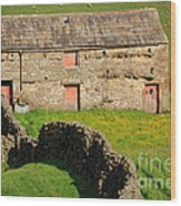 Stone Barn With Red Doors In Swaledale Yorkshire Dales Wood Print