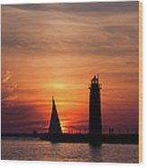 Sun Set At The Muskegon Lighthouse Wood Print