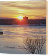 Sunrise On A Cold Frozen Niagara River Wood Print