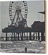 Surfer And Lovers At Pleasure Pier Wood Print