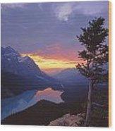 1m3607-sunset Over Peyto Lake Wood Print
