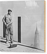 Sweeping The Empire State Bldg Wood Print