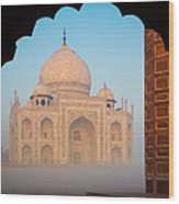 Taj Mahal Dawn Wood Print