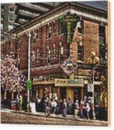 The Green Tortoise Hostel In Seattle Wood Print by David Patterson