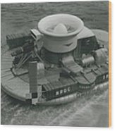 The �hovercraft� Shows Of Its Paces On The Thames Wood Print