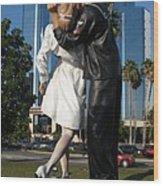 The Kiss - Sailor And Nurse - Sarasota  Wood Print