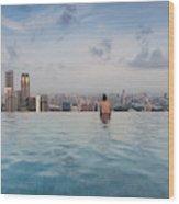 Tourists At Infinity Pool Of Marina Bay Wood Print