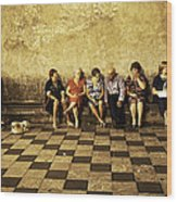 Tourists On Bench - Taormina - Sicily Wood Print