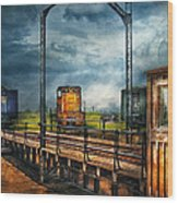 Train - Yard - On The Turntable Wood Print by Mike Savad